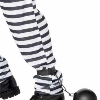 Veroordeelden bal aan been